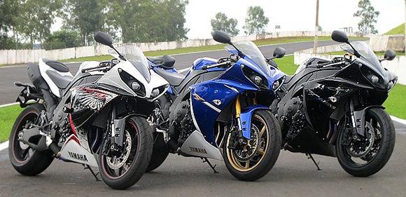 A moto Yamaha YZF-R1 será vendida nas cores branca, azul e preta