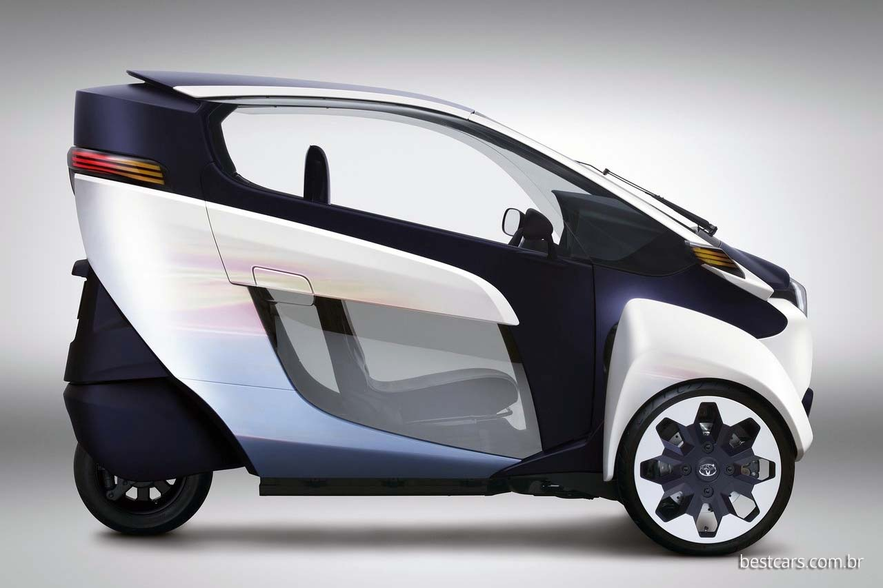O conceito i-Road ocupa apenas 25% do espaço que ocuparia um carro comum.