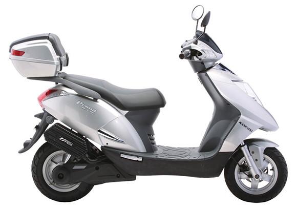 Ideal para pequenos percursos é conhecida como a primeira scooter elétrica fabricada no Brasil