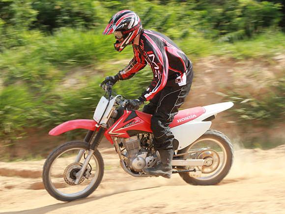 Honda CRF 150F custa R$ 8.690 e pode ser comprada usando o consórcio de motos