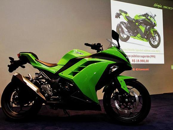 A Kawasaki Ninja 300 concorrerá com a Kasinski Comet GTR 250, Honda CBR 250R e Honda CB 300R.