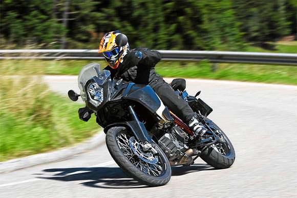 A KTM apresenta a Adventure 1190 como uma moto off-road completa, ganhando vantagem frente às concorrentes