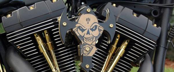 Harley-Davidson com acabamento em ouro