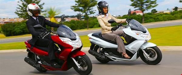 Pilotando um scooter: o pequeno grande campeão de vendas